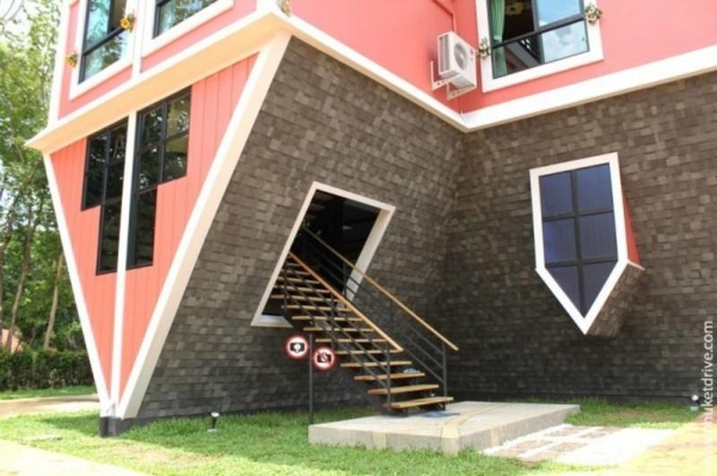 Upside down house - Baan Teelanka