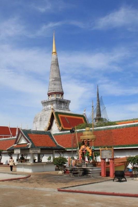 Wat Phra Mahathat Temple, วัดพระมหาธาตุวรมหาวิหาร